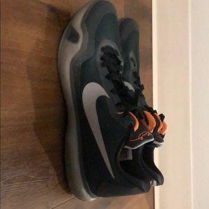 Kobe Men's Basketball Shoes Like New Size 14